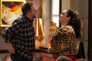Dan and Mandy agree to go on a date in Emmerdale