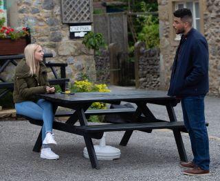 Nate tries to encourage Belle in Emmerdale