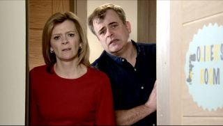 Coronation Street spoilers: Leanne Battersby calls the paramedics for Oliver