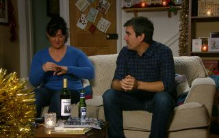 Cain organises a romantic night in Emmerdale