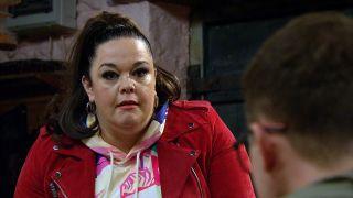 Mandy wonders if Vinny has been up to something in Emmerdale